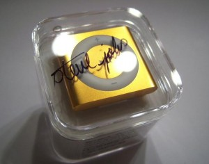 iPod signed by Jobs at $ 10,000